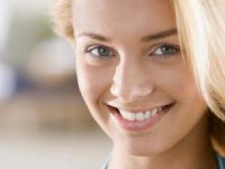 Красивая фигура, белоснежная улыбка!
