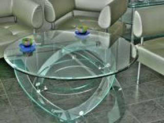 Стеклянные столы: красота в сочетании с высоким качеством