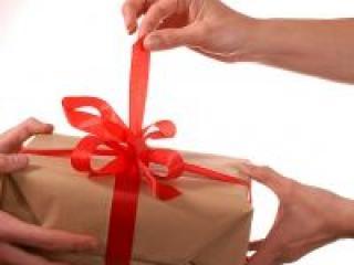 Какие подарки на свадьбу дарить не следует?