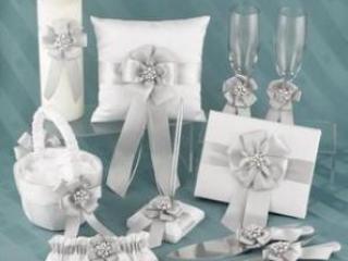 Cвадебные аксессуары – необходимая и в то же время незаменимая мелочь любой свадьбе